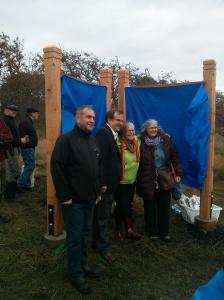 uplands unveiling 2- Hazel Braithwaite Nov 2-2014